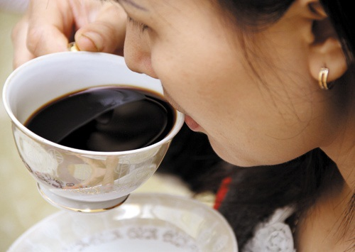 dưng-bien-minh-tro-thanh-may-tieu-thu-cafe