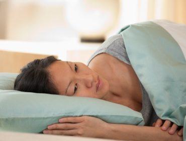 Suy giảm estrogen là thủ phạm của những cơn bốc hỏa, mất ngủ ở phụ nữ trung niên