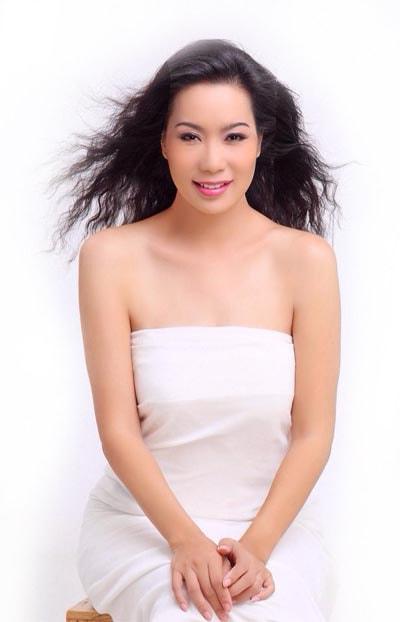Á hậu Trịnh Kim Chi tiết lộ bí quyết trẻ đẹp