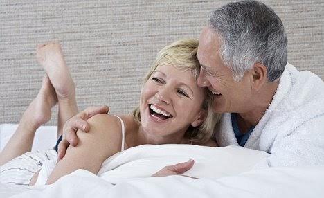 """Phụ nữ trên 60 tuổi còn ham muốn không? Những bí mật """"động trời"""" về """"chuyện ấy"""" của phụ nữ mãn kinh"""